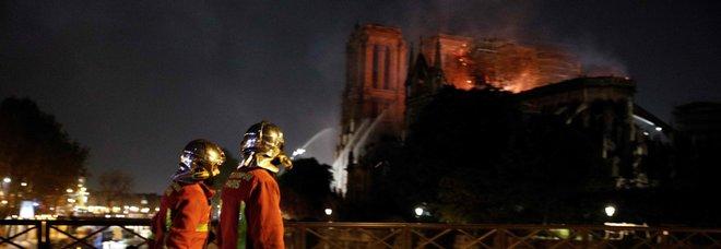 Notre-Dame, salve la corona di spine e la tunica di San Luigi