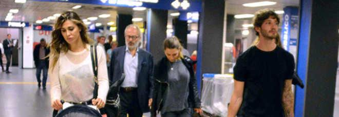 Belen stanca all'aeroporto con Santiago prima di tornare in tv con la De Filippi-Foto