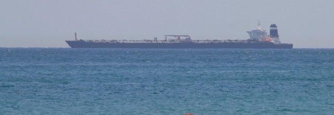 Navi di Teheran tentano sequestro petroliera britannica: bloccate dalla Royal Navy