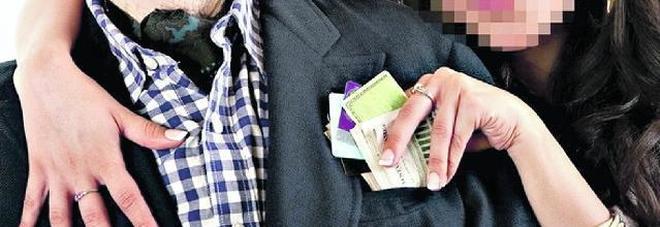 Eredita una fortuna e la bella dominicana si fa fare regali per 30mila euro
