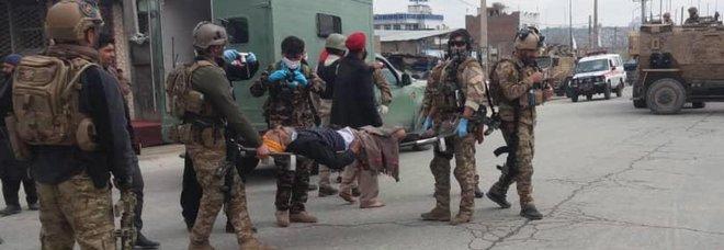 Afghanistan, attacco al tempio Sikh di Kabul: 150 ostaggi, rivendicazione dell'Isis