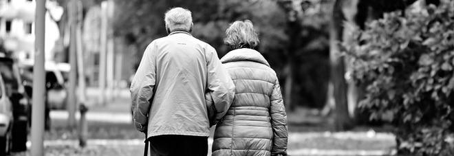 Il dramma di Sergio e Luisa, a 85 anni decidono di farla finita insieme: trovati abbracciati. «Erano inseparabili»