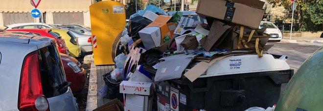 Roma, incubo rifiuti: la Regione è pronta a commissariare Raggi