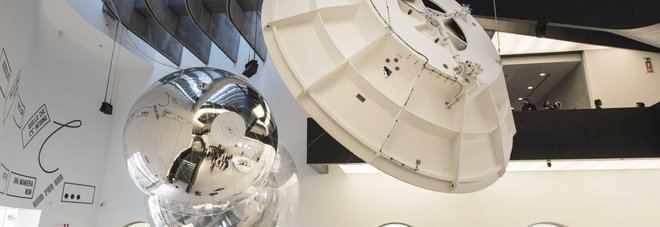 Gravity, da Galileo a Einstein: al Maxxi si viaggia nell'Universo stregati dal nulla cosmico