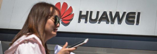 Google rompe con Huawei: attività sospese dopo il bando di Trump
