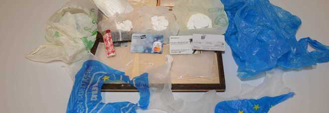 E' ai domiciliari per droga: gli trovano in casa 350 grammi di cocaina