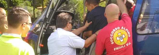 Il gruppo di disabili che a Maniago ha potuto volare con l'elicottero di Elifriulia