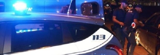 Pesaro, cade da una finestra per fuggire ai poliziotti: italiano 50enne all'ospedale