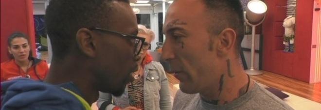 Grande Fratello, ora Baye minaccia Simone Colaiuta: «non sai cosa ti posso fare»