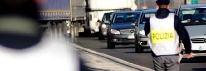 Guidava contromano sulla grande  viabilità: via la patente ad un 67enne