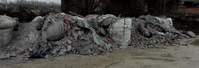 Scaricavano rifiuti in aree vietate  9 denunciati dai carabinieri del Noe