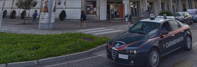 I carabinieri sul luogo dove è avvenuta l'aggressione