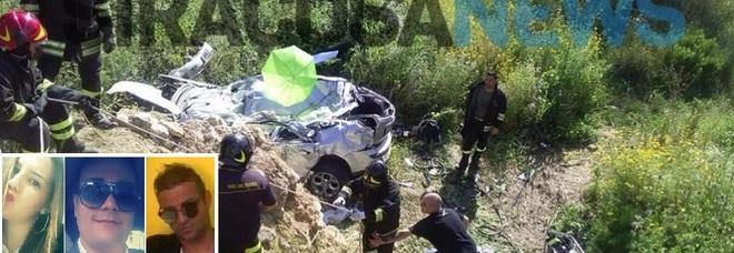 Auto in una scarpata, tre morti: «Gravissima una ragazza». Il terribile incidente in Sicilia