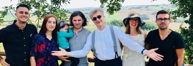 Cagli abbraccia Wenders Il regista tedesco riceve il Bronzo Dorato