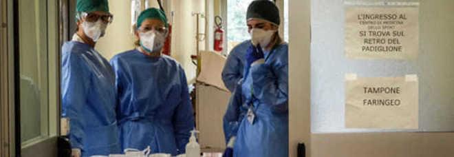 Coronavirus, morti 29 medici, 5mila gli operatori sanitari contagiati. L'avvocato: «Lo Stato dia un risarcimento, altrimenti sarà battaglia legale»