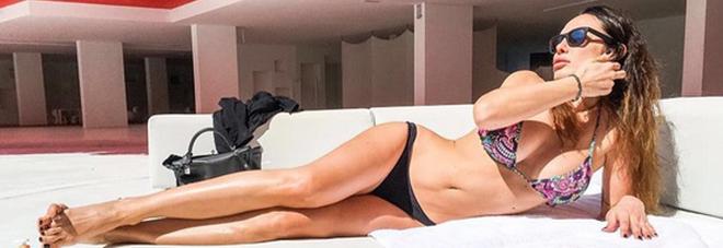 Il ritorno di Nicole Minetti, deejay a Ibiza e prima tintarella