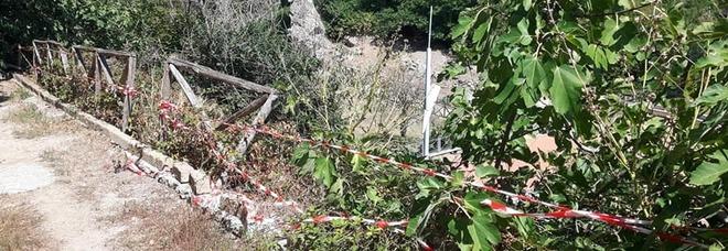 Vandali in azione a Baia, distrutta una terrazza panoramica sul Tempio di Diana