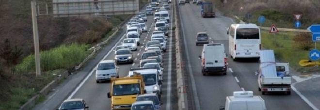 Roma, incidente sulla Pontina: code e strada chiusa all'altezza del km 50