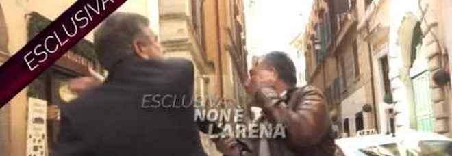 L'ex ministro Landolfi prende a schiaffi  giornalista di Non è L'Arena