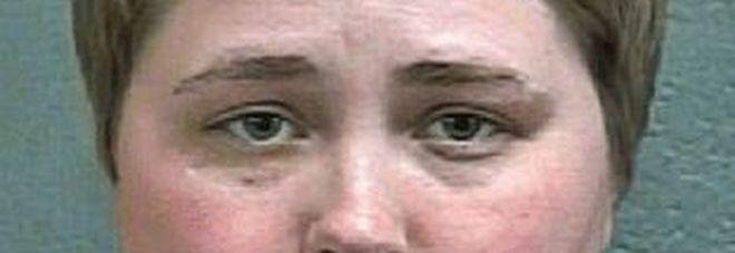 Abusi sessuali sulle detenute, poliziotta condannata: «Comprava il silenzio con telefoni e alcol»