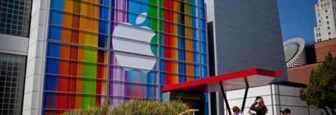 Apple si scusa per il rallentamento degli iPhone e taglia i prezzi delle batterie