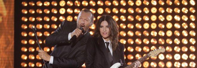Laura Pausini e Biagio Antonacci, a Bari tre ore live tra hit e omaggi