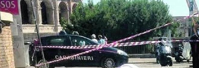 Turista muore davanti al Colosseo: il corpo resta a terra per un'ora