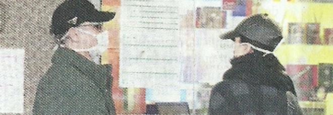Raul Bova e Rocio Morales a fare la spesa: in farmacia con mascherina e guanti