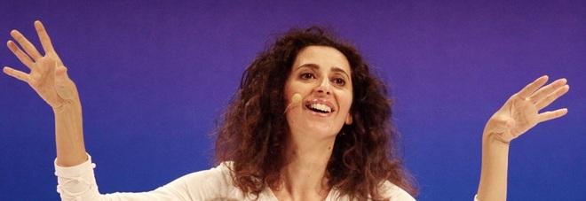 Teresa Mannino a Fermo e Camerino «Dentro l'armadio al riparo da rumori»