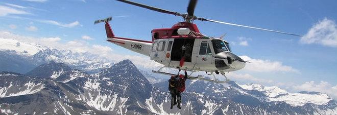 Cervinia, si blocca la seggiovia: una trentina di sciatori evacuati in elicottero