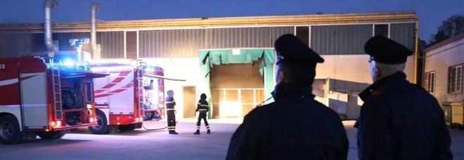 Incendio nell'azienda: nessun ferito ma i danni sono ingenti