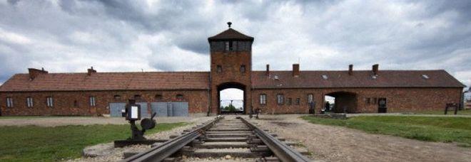 Il Chelsea contro il razzismo: chi sbaglia visita Auschwitz