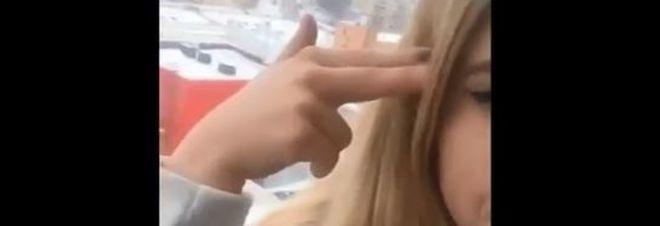 Blue Whale, salutano i genitori con un video sui social e si lanciano dal balcone: morte due ragasse di 12 e 15 anni