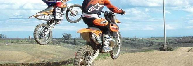 Cade sulla pista da motocross:  batte la testa, grave un 16enne