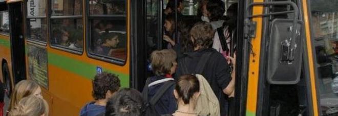 Quattro ragazzine beffate sul bus: pagano il biglietto vengono multate