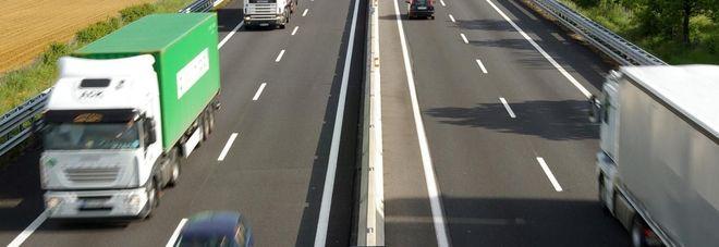 Scontro tra quattro auto sull'A1  tra Ferentino e Frosinone,  un morto e un ferito