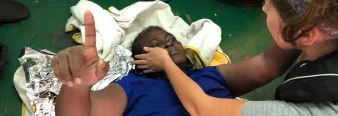 «Josefa naufraga  ma con lo smalto  sulle unghie»  I volontari smontano  la fake news