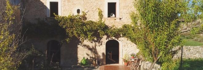 Questa casa in Italia è in vendita a soli 60 euro, ma ne vale 250mila: ecco dove e perché Video