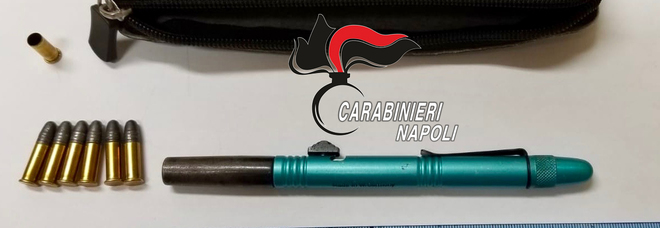 Penna pistola modificata per sparare a distanza di 50 metri: arrestato nel Napoletano