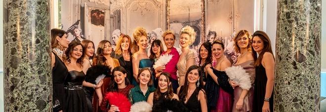 """""""Unconventional"""": il party in stile Maria Antoniette è un successo"""