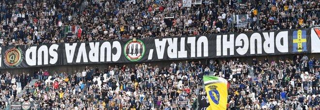 Juventus-Fiorentina, dopo la Champions striscioni al contrario per protesta