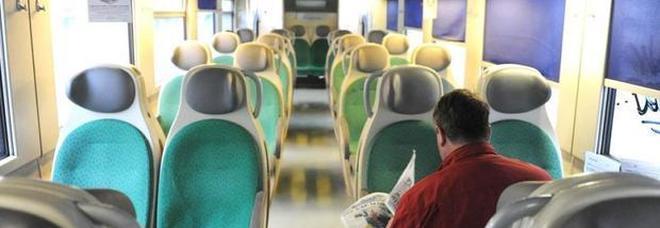 «Zingari scendete, avete rotto i c...», l'annuncio choc sul treno a Cremona: aperta inchiesta. Salvini: pensiamo ai passeggeri