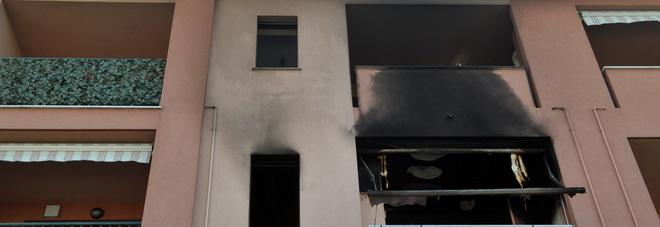 Incendio in una palazzina, morto un uomo di 40 anni: intossicate altre 4 persone