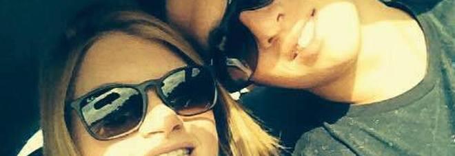 «Mi è morta tra le braccia». Il dolore di Nicola, fidanzato di Chiara, morta a 24 anni al ristorante per una reazione allergica