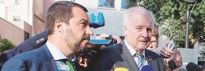 Seehofer scrive a Salvini: «Non chiudere più i porti italiani», la replica: «Assolutamente no»