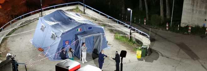 In foto la tenda pre triage Covid al Maresca