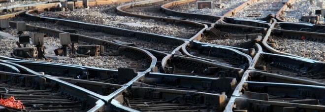 Un boato sul treno suburbano scatena il panico tra i passeggeri