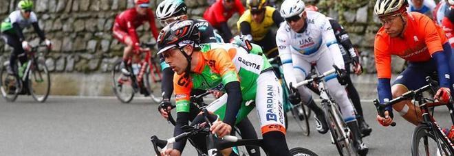 Travolto da un'auto mentre si allena: ferito il ciclista Carboni