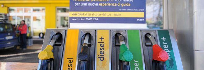 Le Marche cancellano l'imposta regionale: la benzina costerà un po' meno