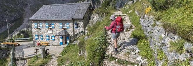 Il rifugio Falier ai piedi della Marmolada dove soggiorneranno i i 5 fortunati per una vacanza detox